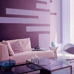 Керамическая плитка нескольких оттенков фиолетового цвета выглядит...